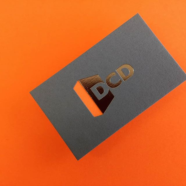 Looking for some inspiration? 🤔 Check this business card out! Stunning grey metal foiling on both sides 🤩, diecut one side and two colours mounted together. B-E-A-U-tiful! 😍  #valleyprint #valleyprintnz #valleyprinting #foiling #greyfoil #letterpressprinting #letterpress #diecuts #businesscards #printnz #printisnotdead #printcraft #printing #printdesign  #branding #wellingtonprint #wellington