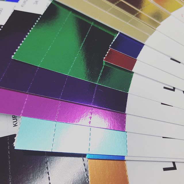 Red and yellow and pink and green, purple and orange and blue 🎶 🎵 Sometimes we all need a little foil in our lives to brighten the day 🌈 Get in touch today to find out how to enhance your design with foil 😍 #foil #letterpressprinting #valleyprintnz #valleyprint
