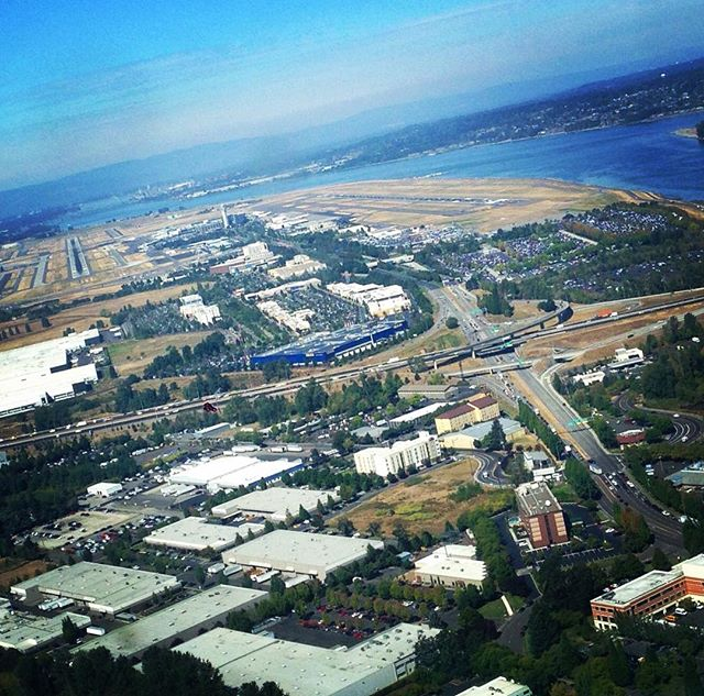 A River, a Runway, and one Big Blue IKEA — must be Portland! Are you down there somewhere CD Baby?  @cdbabymusic #diymusician  #aviation #portland #musician #songwriter #pilot #pilotlife #pdx #friday #weekend #weekendvibes #flying #aviationphotography #ikea #dash #usa #countrymusic #canadian #canadiancountry #runway #guitar #sunny