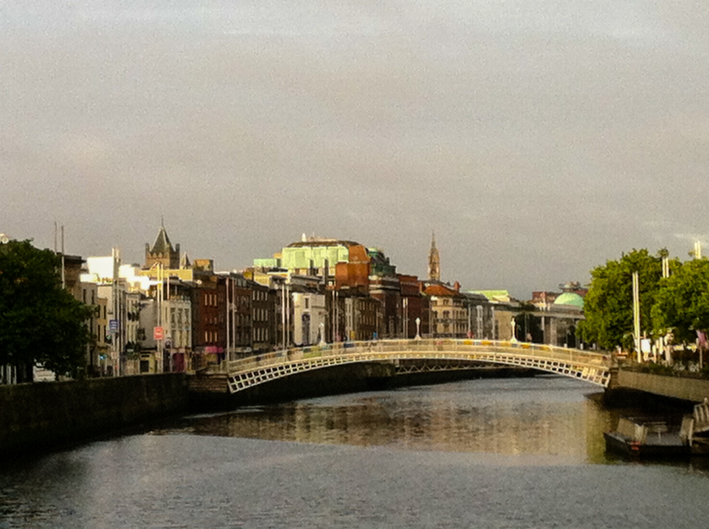Dublin_morning_from_bridge.jpg