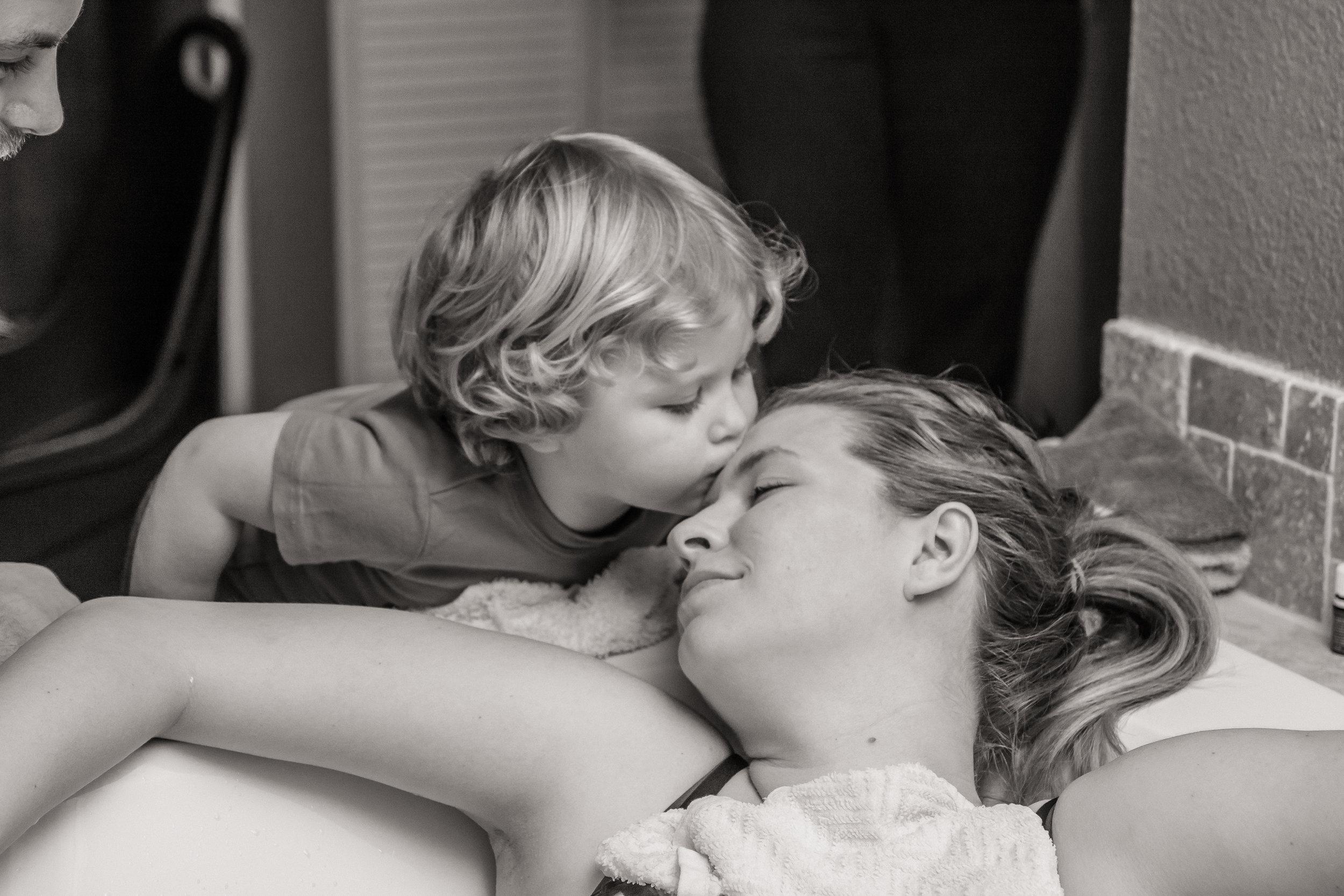 toddler-kisses-mom-during-labor-at-birth-center.jpg