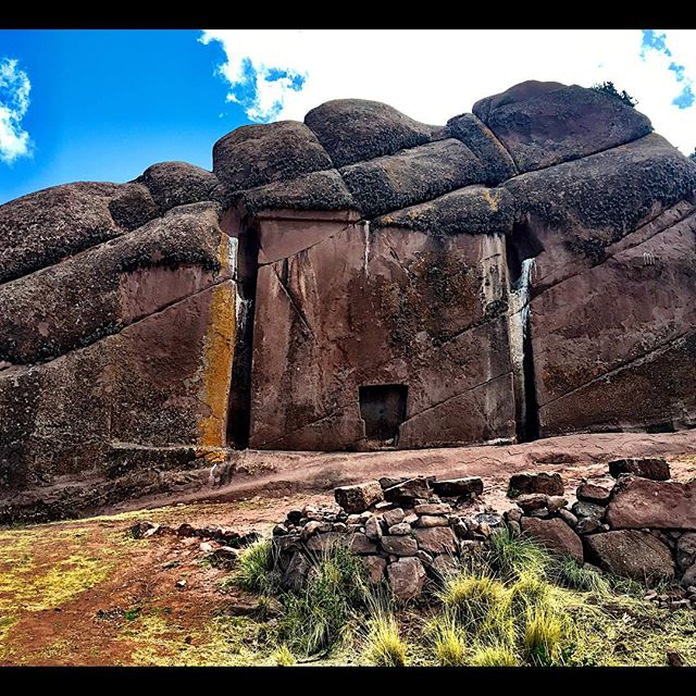 Portal de Aramu Muru, aka the Stargate, in Puno Peru 🇵🇪 The legend goes that people had access to other dimensions through this door way🙏 #followyourpath  #drinkthejungle #naturescalling #naturesrad #ancientaliens #powerfulplaces #ososlick
