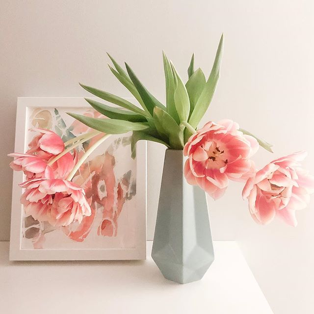 Spring? I'm ready for you. Please come soon. Thanks. . . . #tulips #mykidsart #theperfectvignette #shelfie #readyforspring #pattiszabodesign