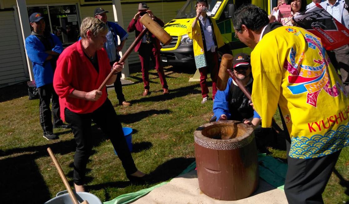 Christchurch Mayor Dalziel and Japanese Ambassador to New Zealand Toshihisa Takata beating the rice dough for mochi