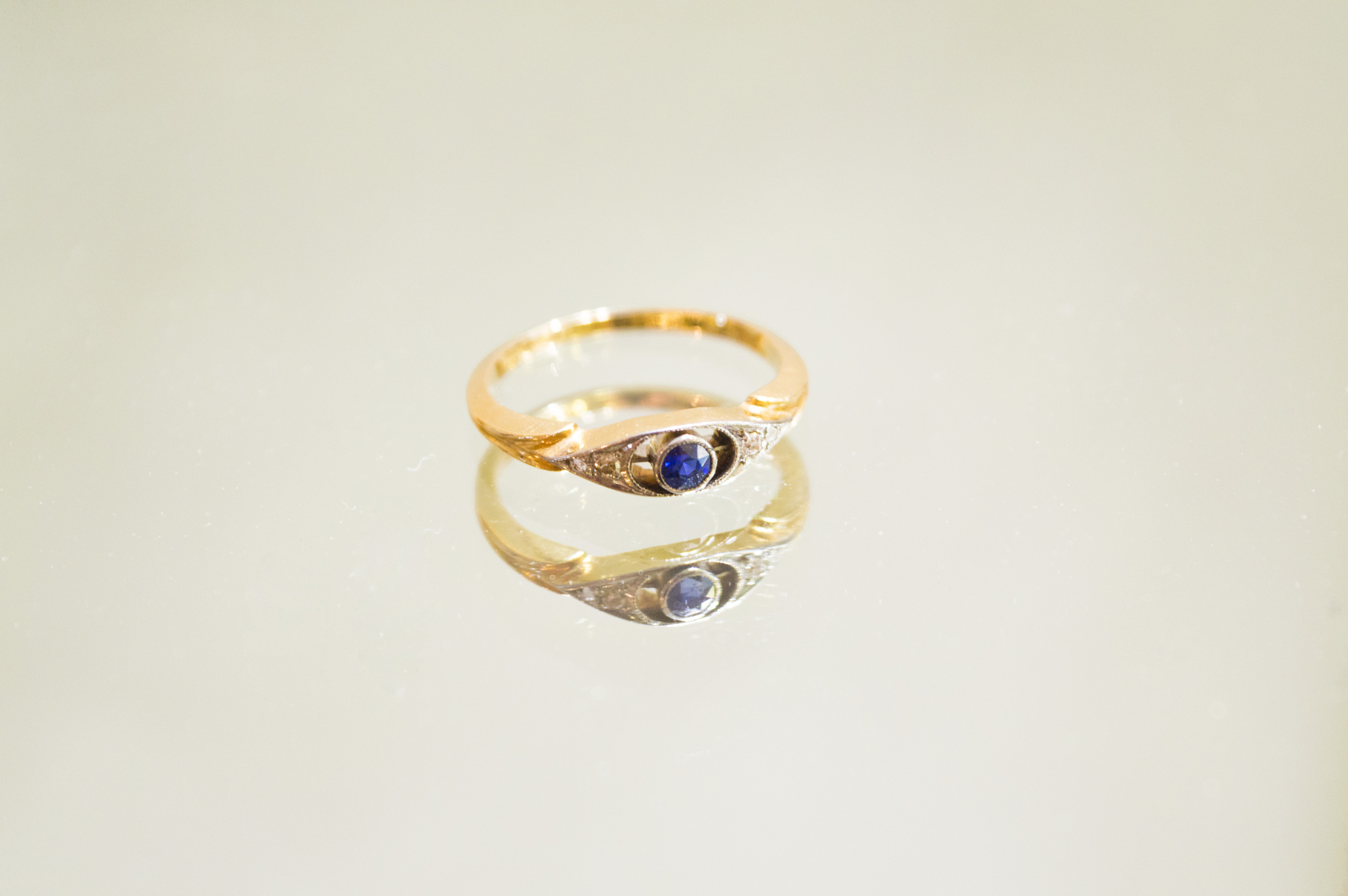 £185 - 9ct Diamond & Sapphire Ring