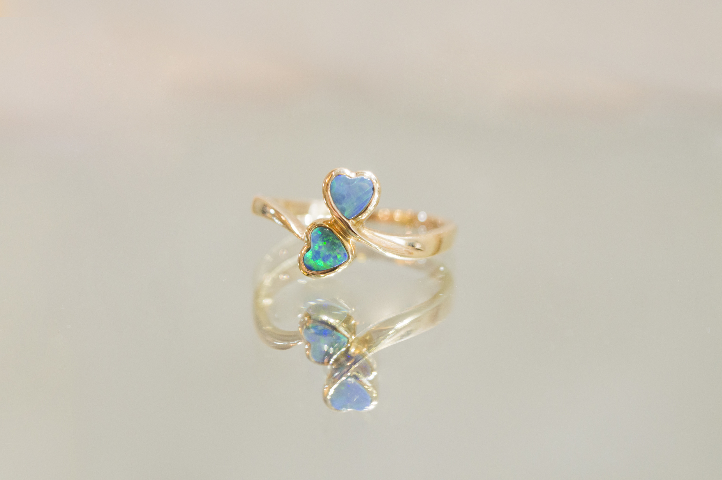 £150 ~ 9ct Gold Opel Heart Ring