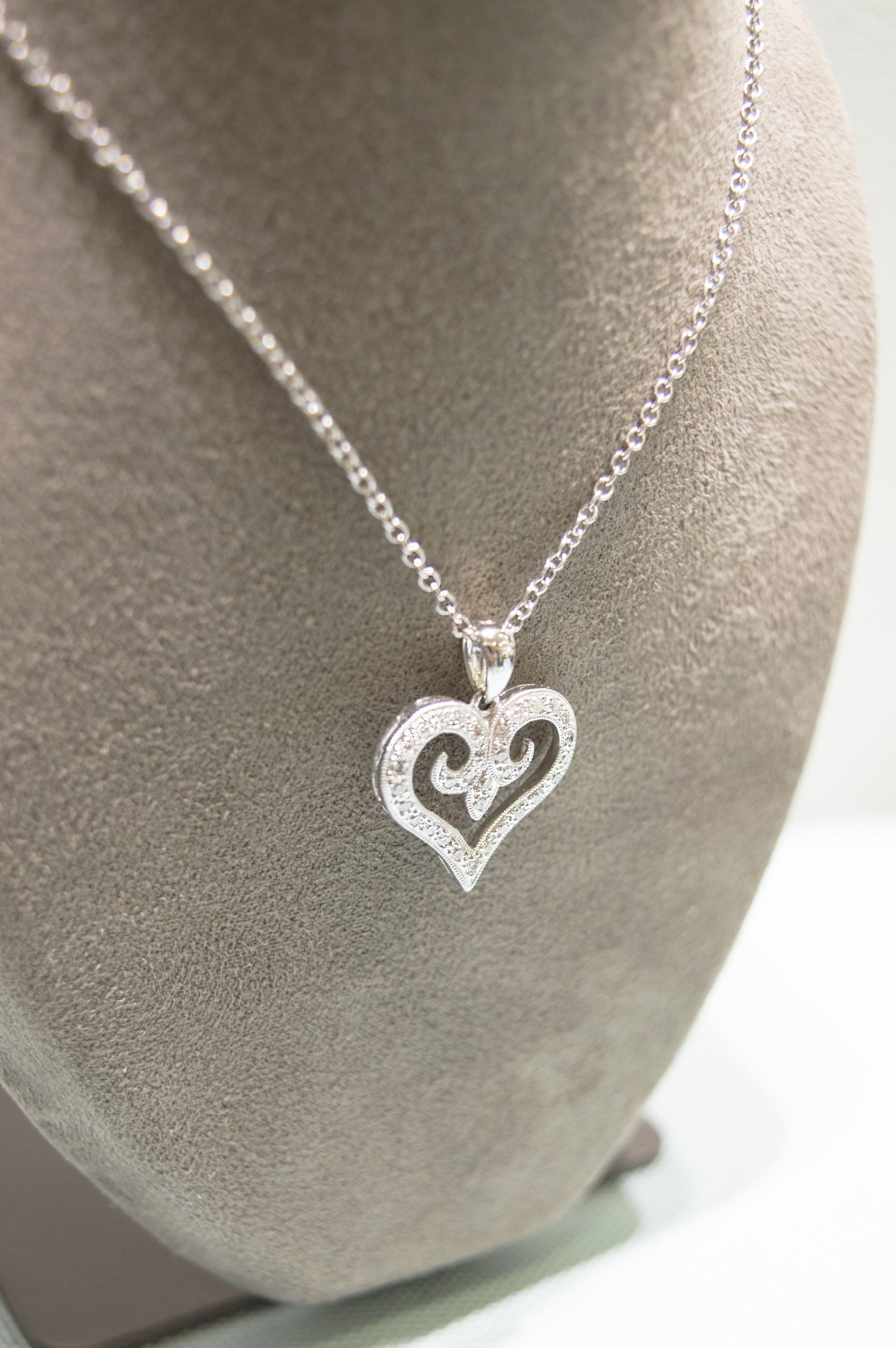 £750 - 18ct Gold Diamond Heart Pendant