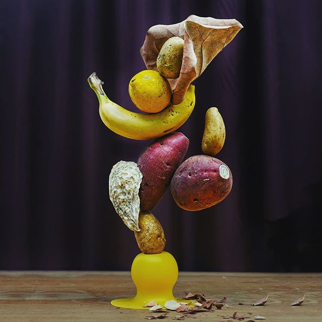I tell you what. How about if Icookdinner at my place? #flowerarrangement #flower #ikebana #いけばな #生け花 #草月流 #potato #banana #lemon #oyster #stilllife #sculpture