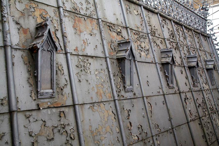 Crumbling exterior from UK Parliament website