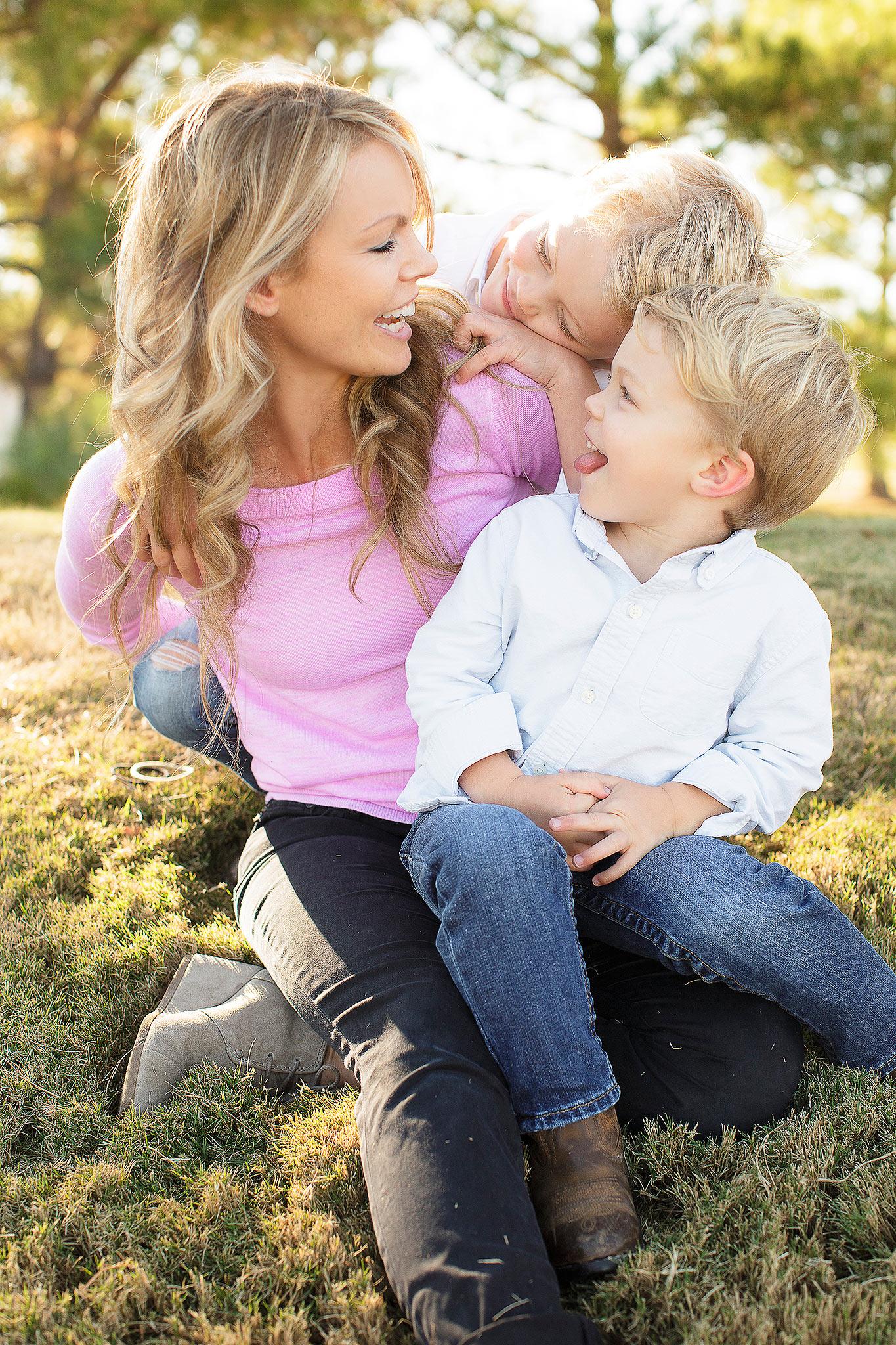 PhotoLove_FamilyHeros02w.jpg