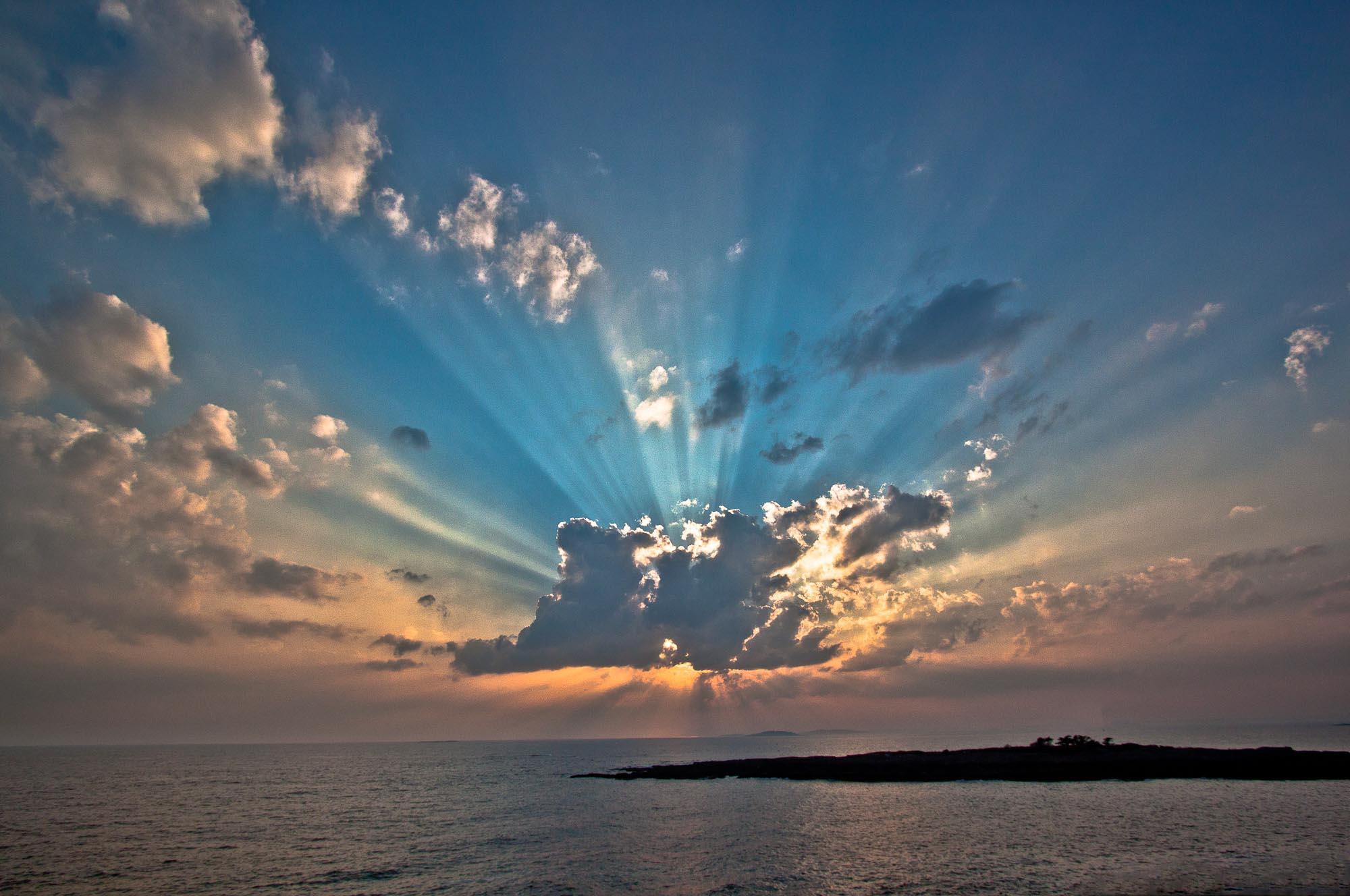 Hermit Island - God Rays (1 of 1).jpg