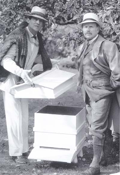 marinbee :     The new Sherlock on CBS's Elementary is a rooftop beekeeper but the Sherlock Holmes beekeeping tradition is not new as seen in this photo of Jeremy Bett dressed as anapiarist.
