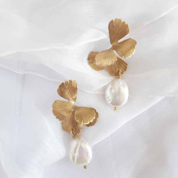 Maison Sabben Univers Pearl Earrings.   The White Gallery