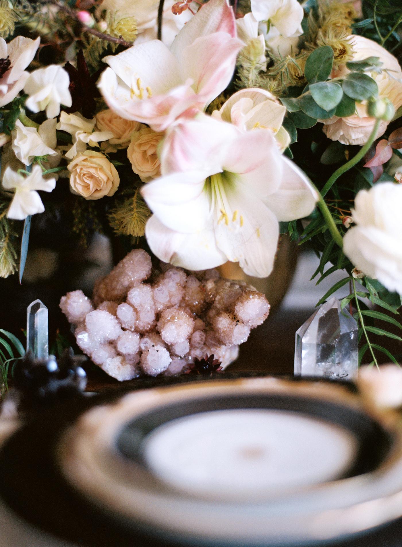 Black-and-gold-geometric-wedding-diana-marie-photo-010.jpg