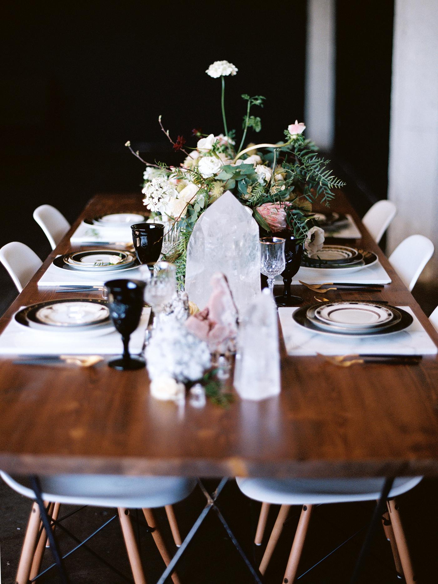 Black-and-gold-geometric-wedding-diana-marie-photo-018.jpg