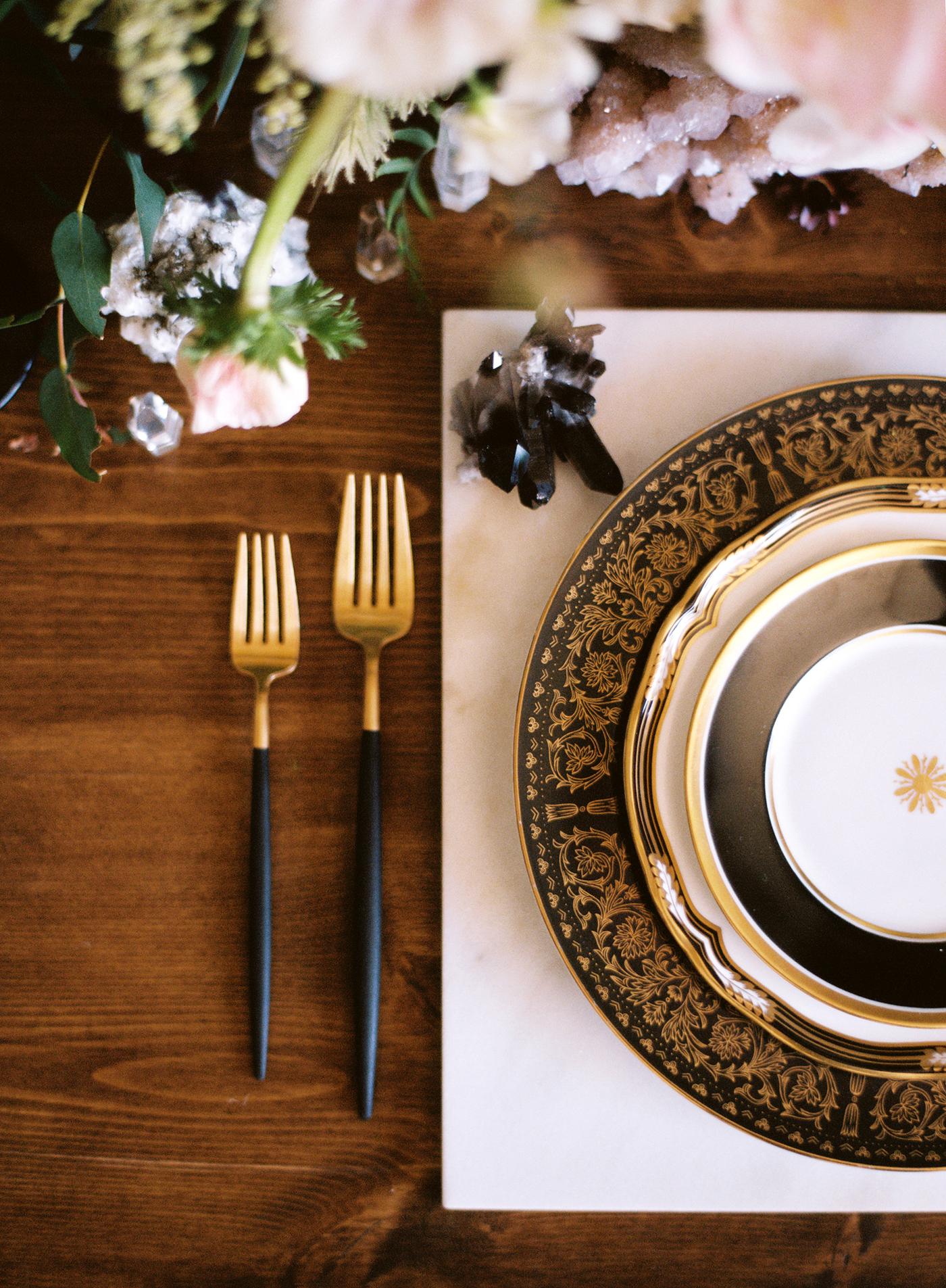 Black-and-gold-geometric-wedding-diana-marie-photo-034.jpg