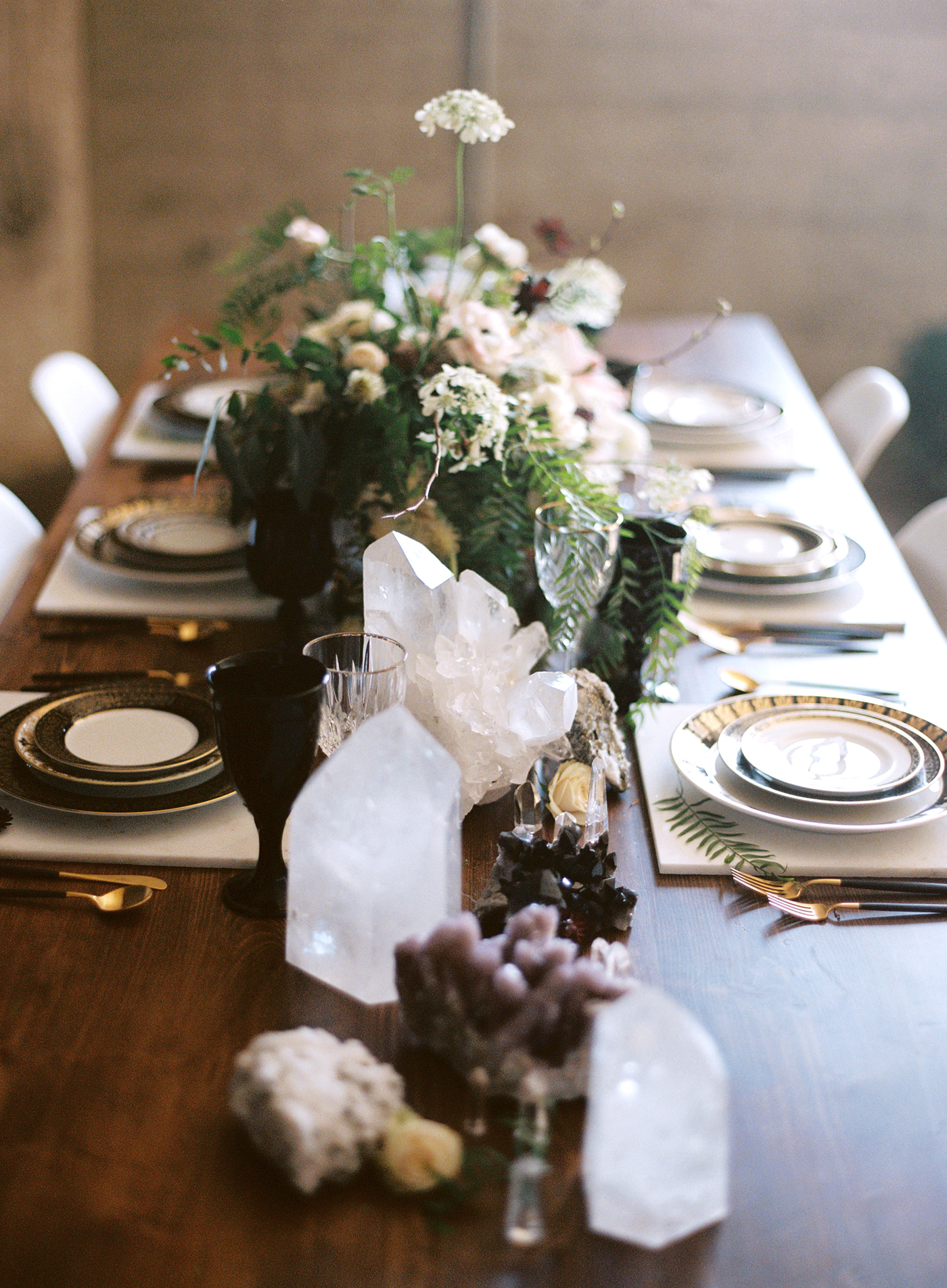 Black-and-gold-geometric-wedding-diana-marie-photo-090.jpg