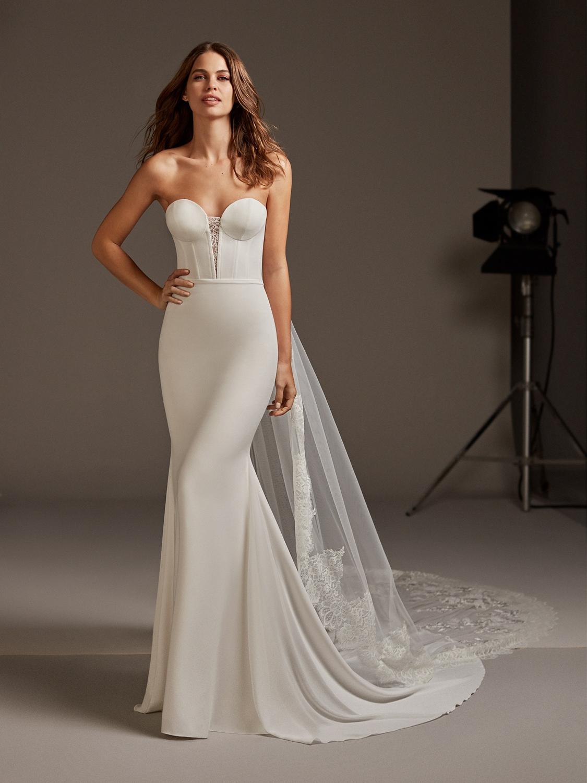 Pronovias_wedding_dress_ANTARES_dress_close_up.jpg