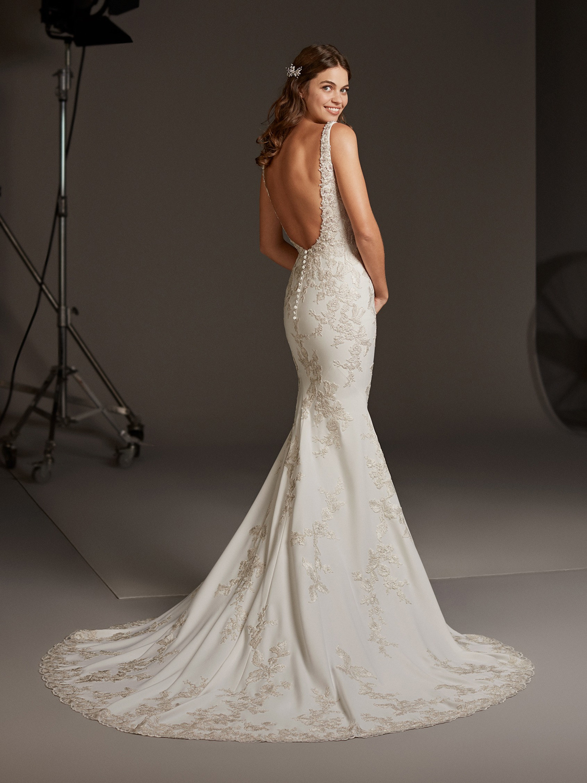 Pronovias_wedding_dress_Aurgia_dress_back_view.jpg