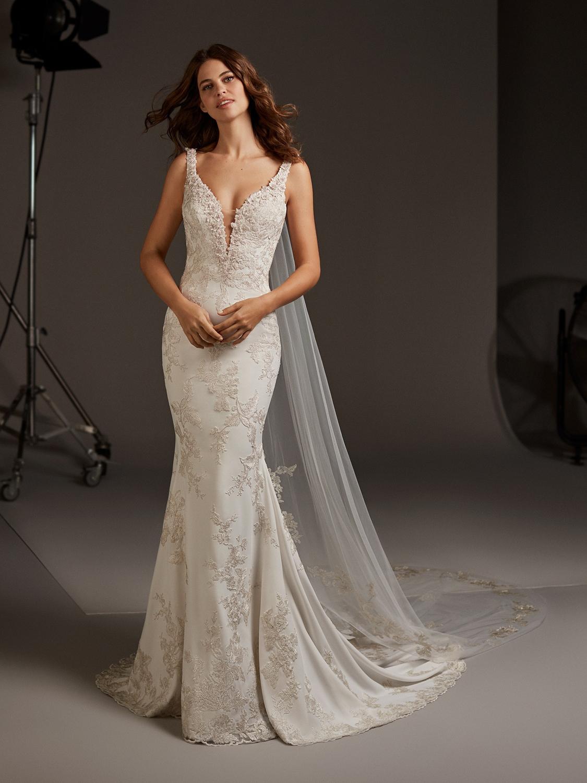Pronovias_wedding_dress_Aurgia_dress_full_lenght.jpg