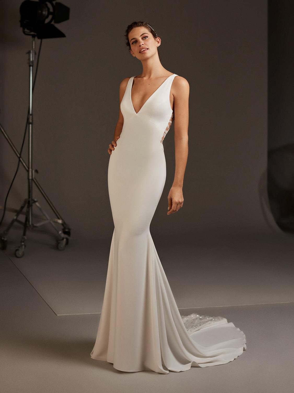 Pronovias_2020_curise_collection_AQUILA_wedding_dress_front_View.jpg