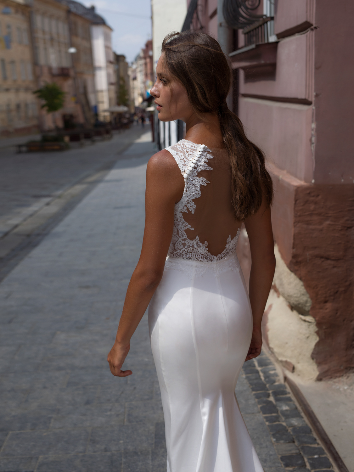 liri_designer_Wedding_Dress_flora_details.jpg