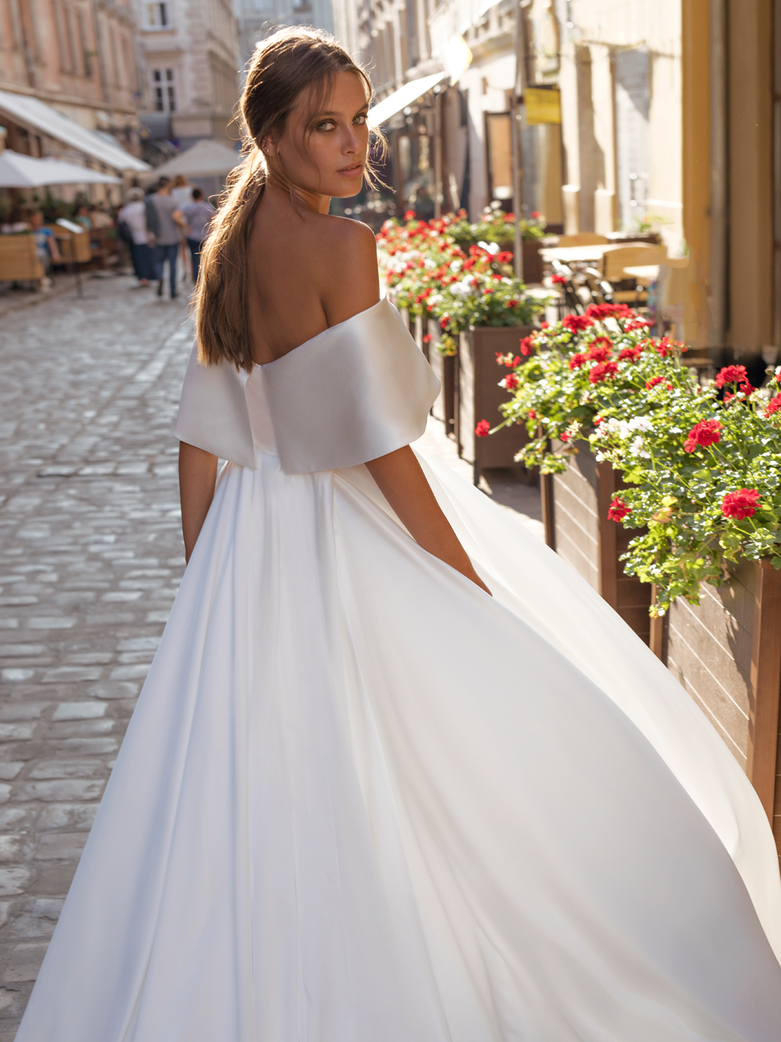 liri_designer_Wedding_Dress_nicola_back.jpg