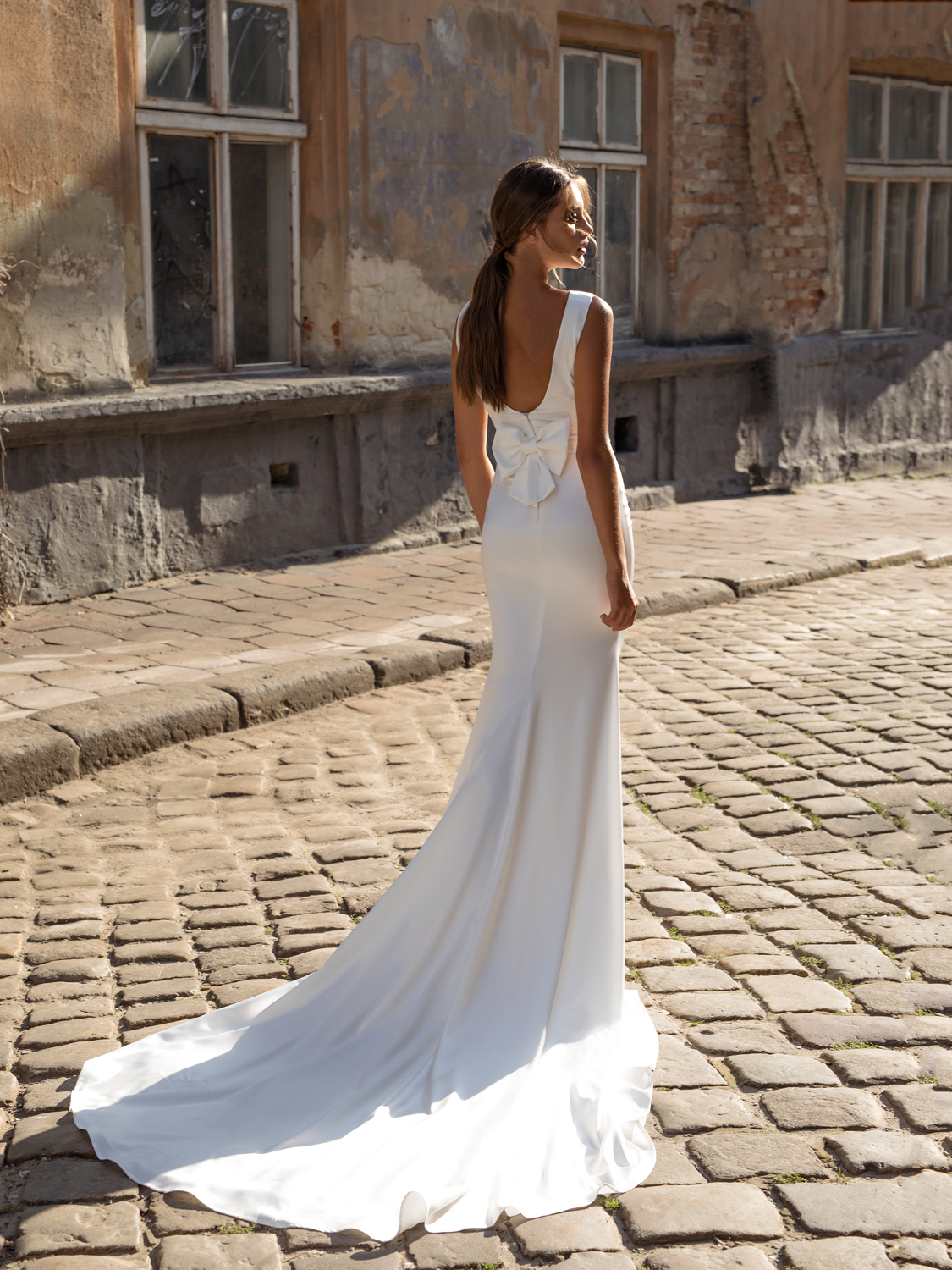liri_designer_Wedding_Dress_zara_back.jpg