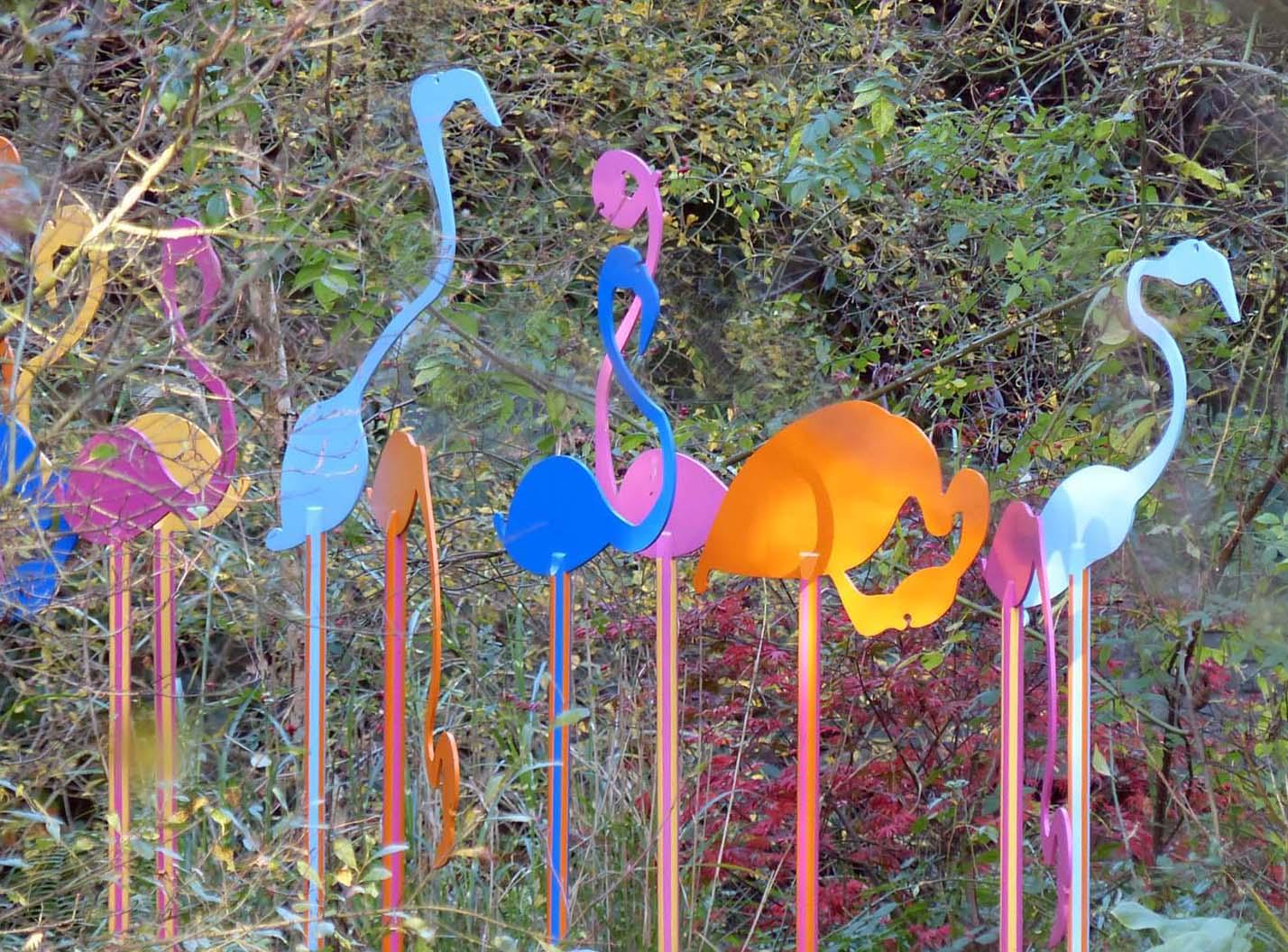 Flamingos between 2 and 3 metres high. Painted steel.