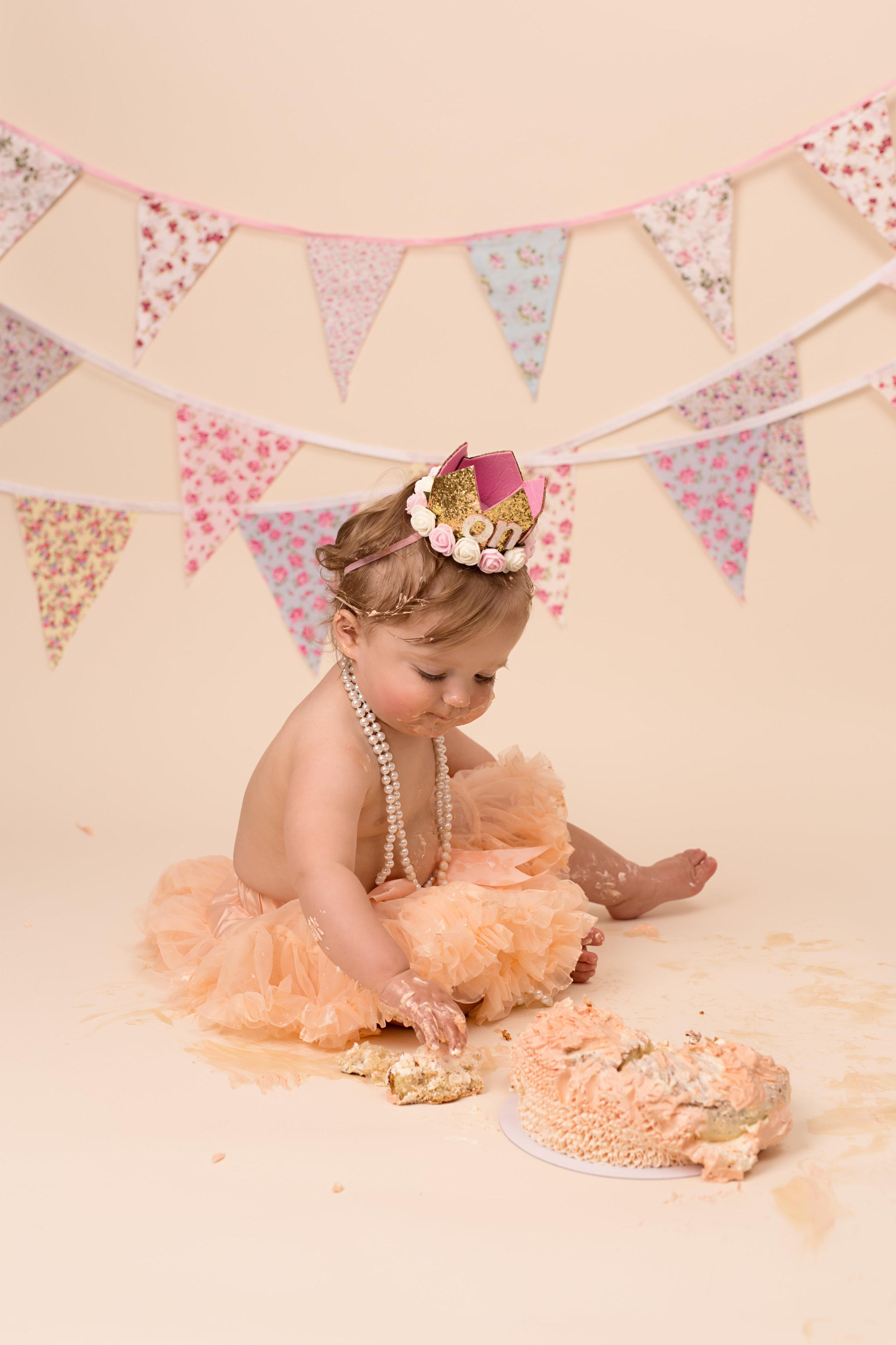 Karen Kimmins Photography- Fisrt Birthday cake smash.jpg
