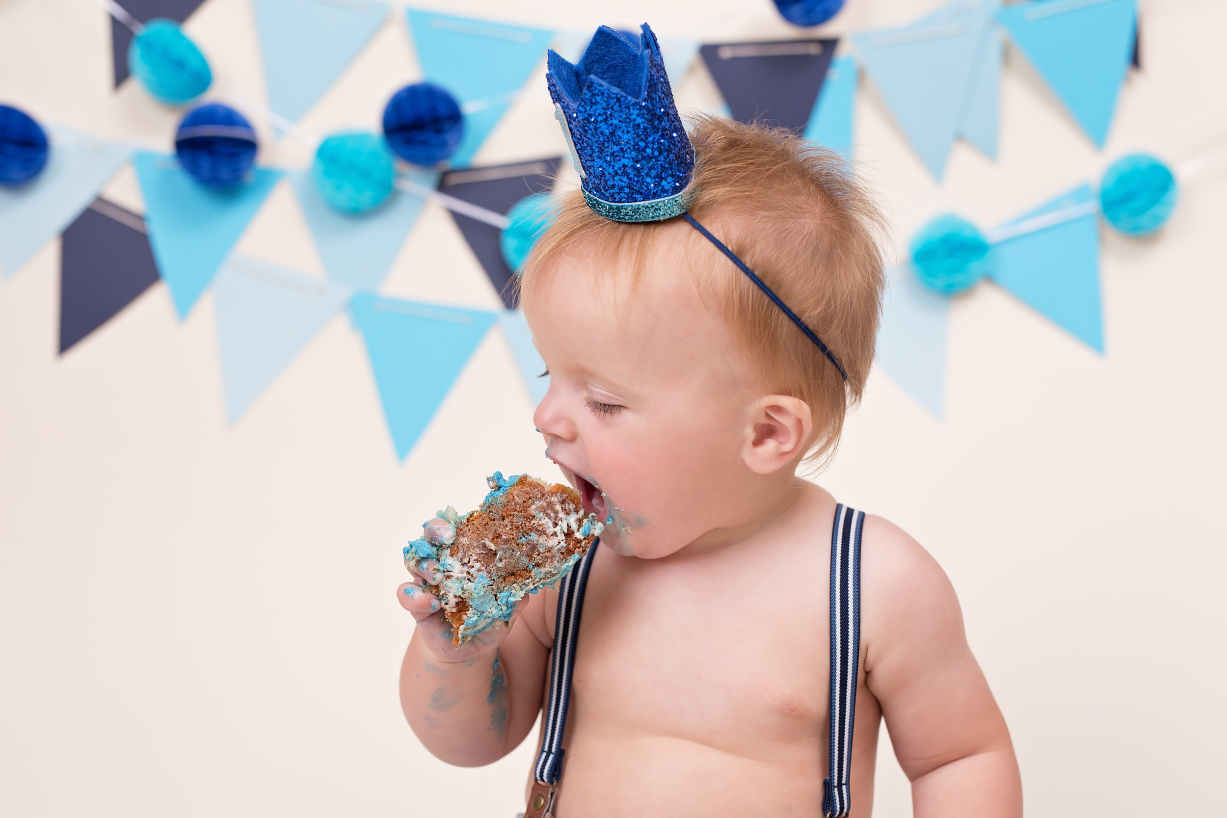 Karen Kimmins Photography. Cake smash photography..jpg