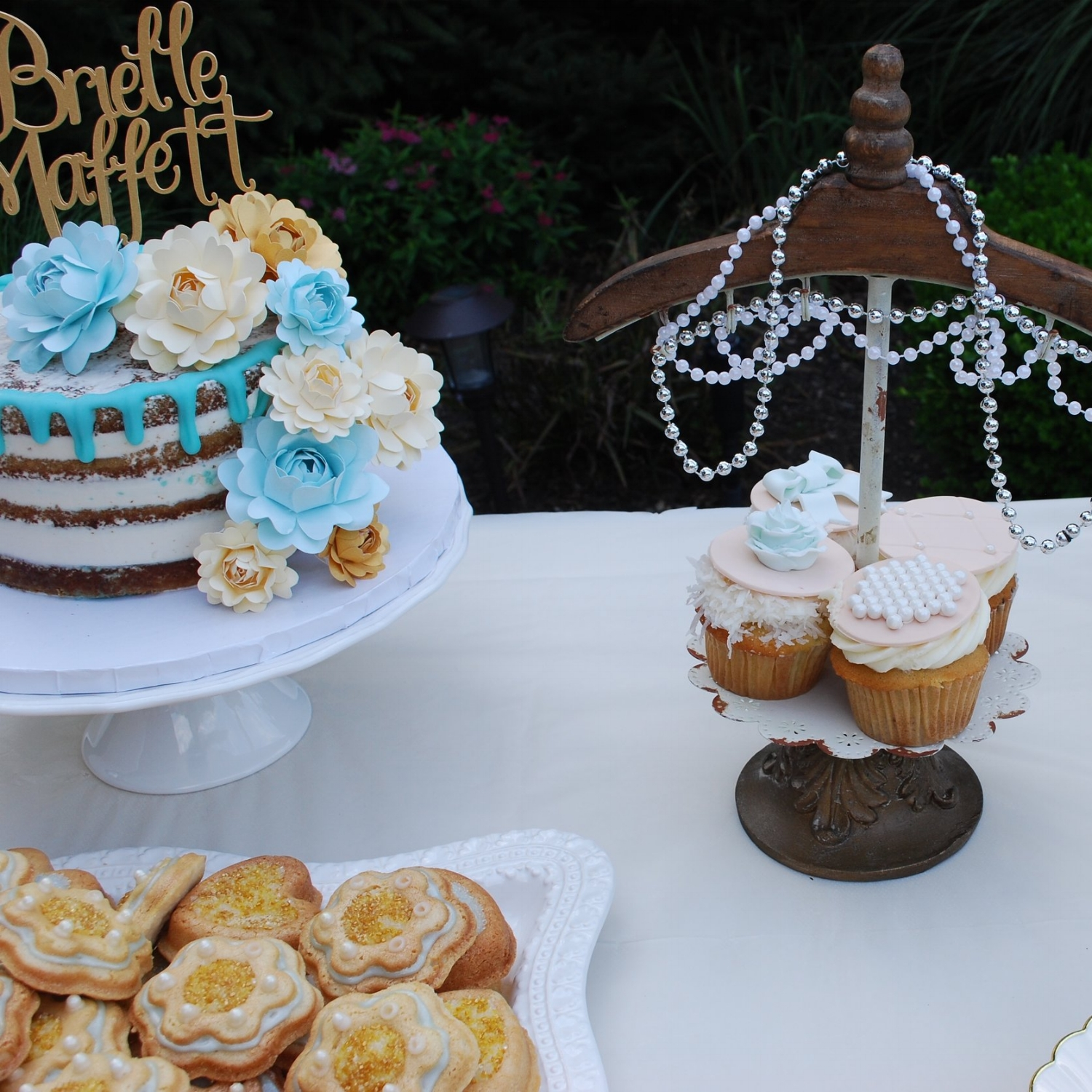 Kara Kakes also created specialty cupcakes in coconut, cannoli, and strawberry shortcake flavors.