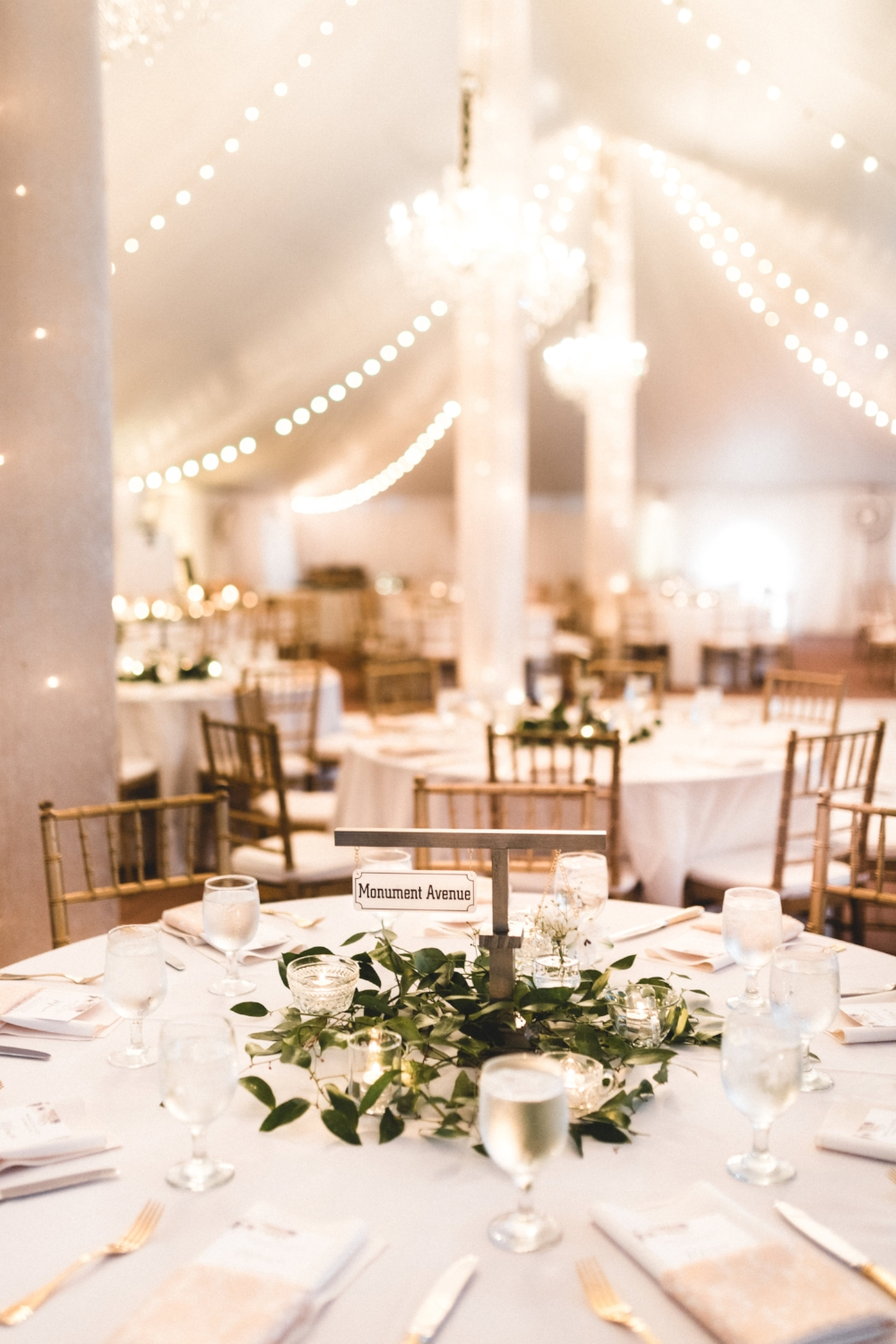 The perfect tablescape! Simple, elegant, and completely original!