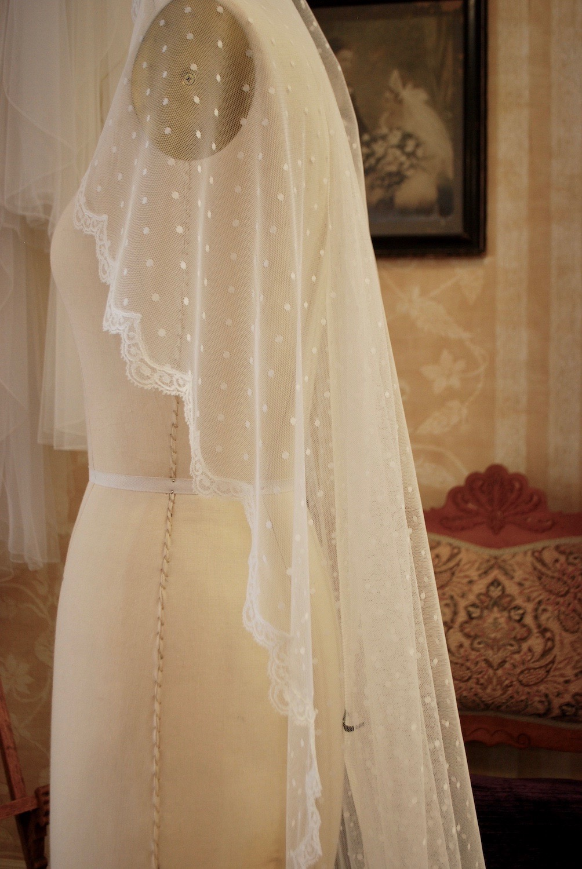 French-lace-bridal-veil.jpeg