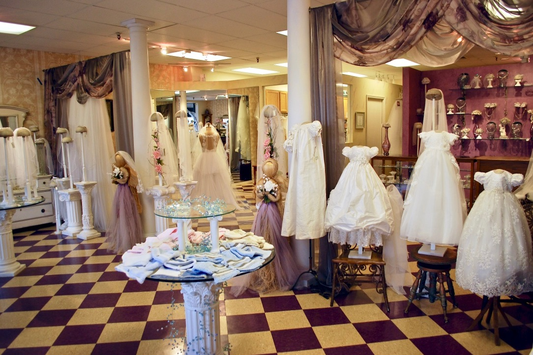 We transformed Headpiece.com into a pristine showroom filled with antiques to display the most beautiful designs created from luxurious fabrics, silks, and laces.