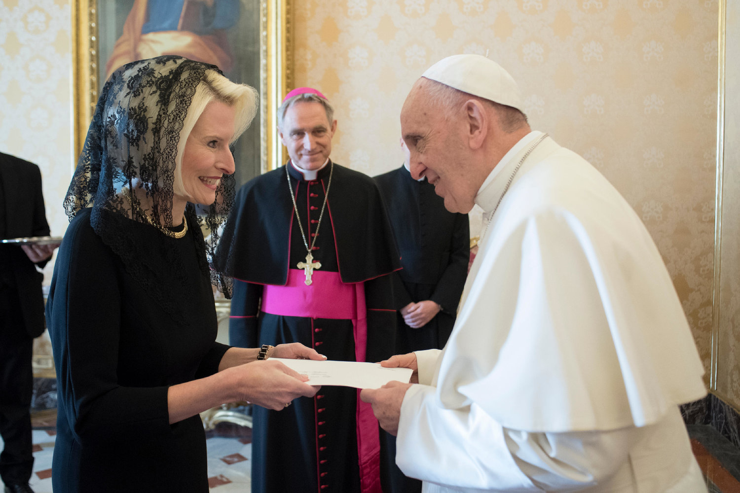 US Ambassador to the Holy See Callista Gingrich meets Pope Francis on December 22, 2017. Photo: AFP/Osservator Romano