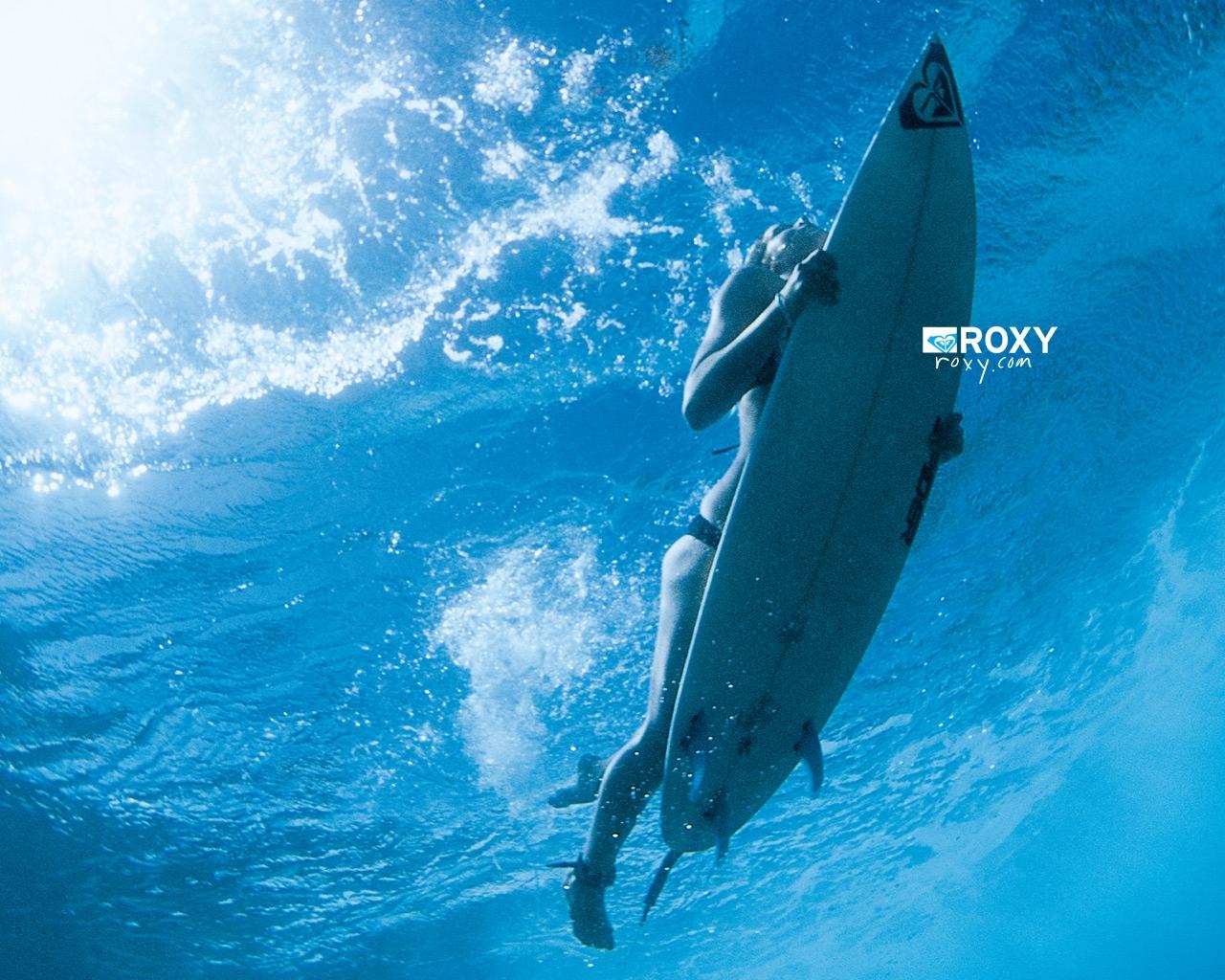 Roxy Duck dive.jpg