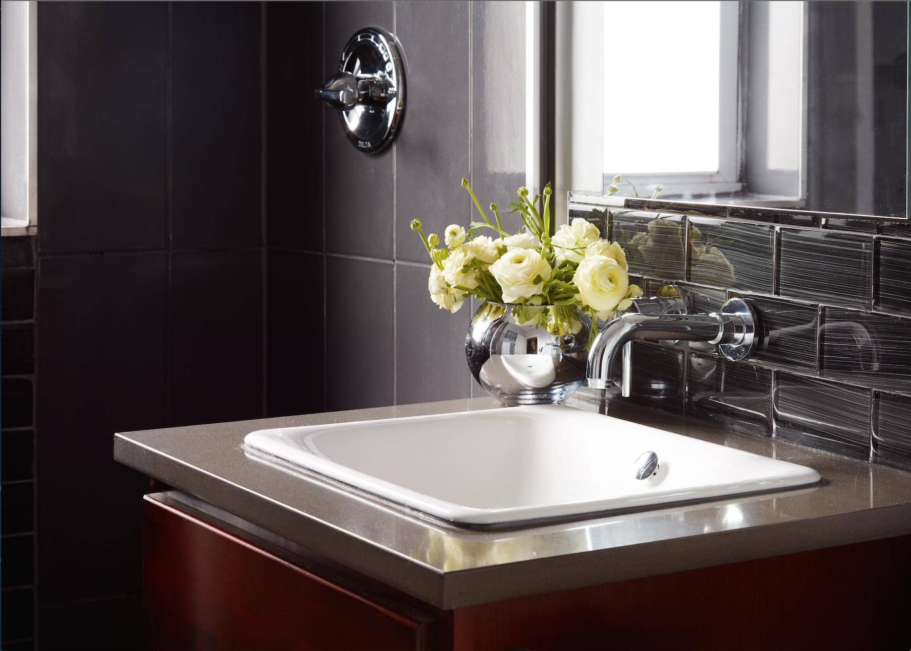 Bathroom - Interior Design by Paula Interiors