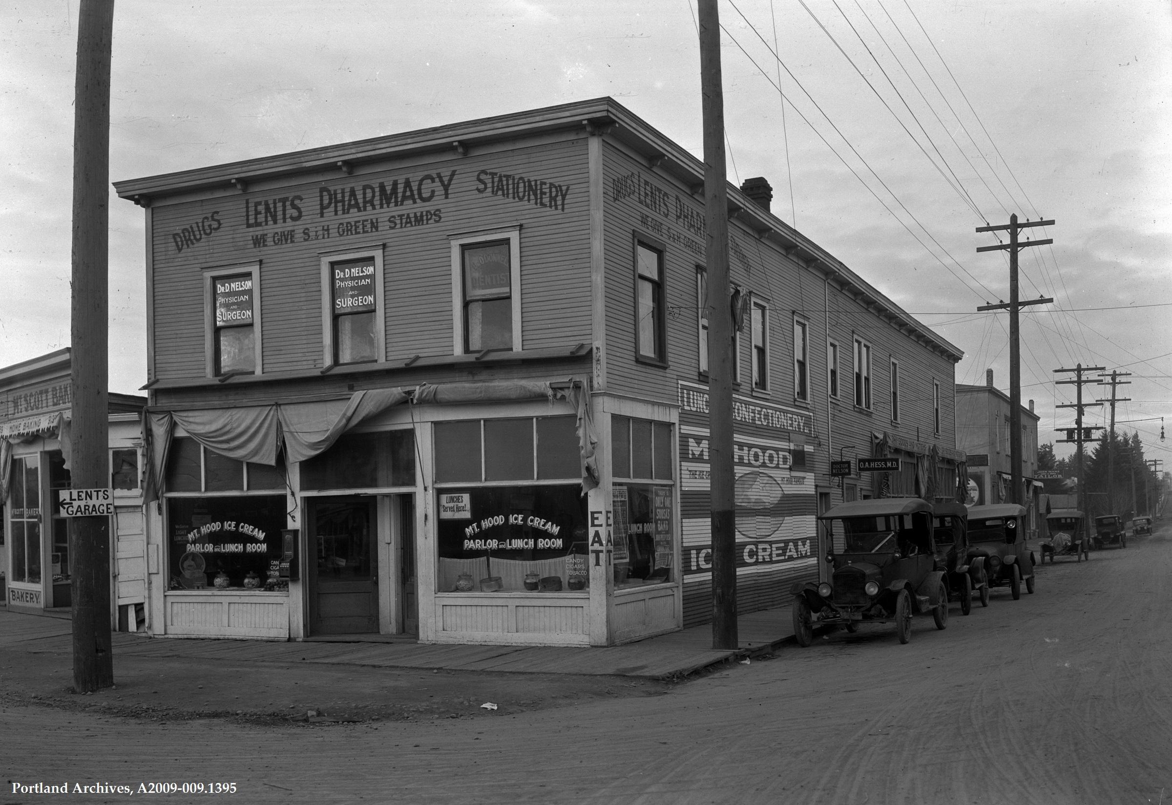 Lents Pharmacy, 1932
