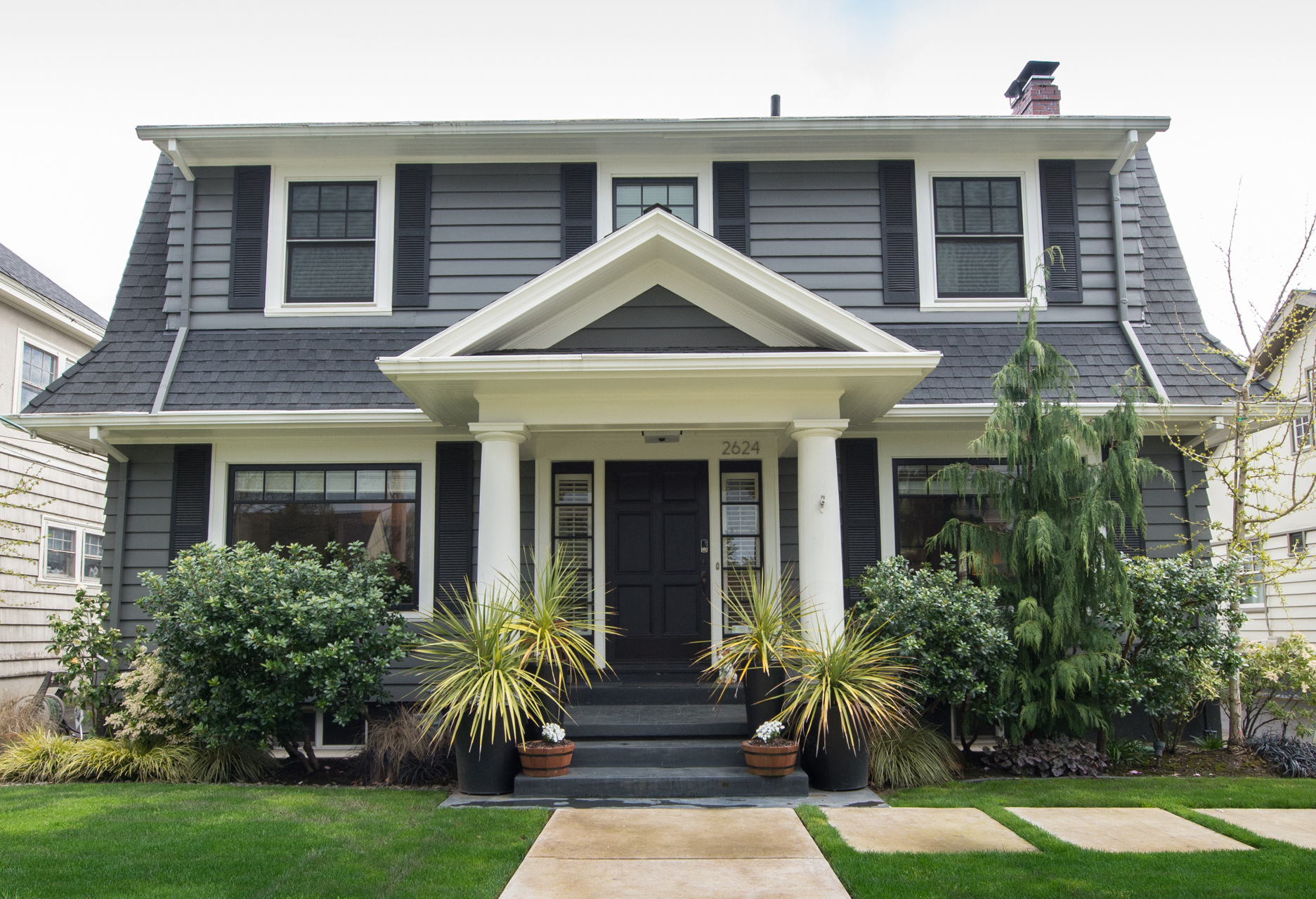 Irvington Charmer with all the updates. 4bdrm, 3.5 ba. Close-in NE Portland