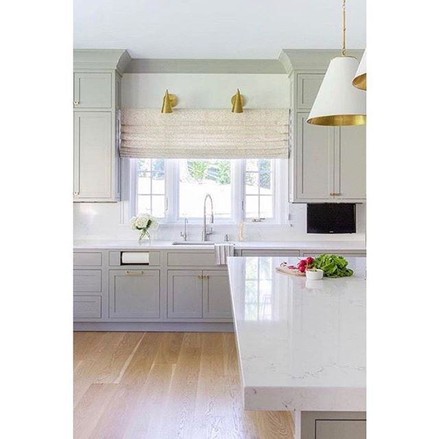 Happy Friday, friends! We're closing out the week with this beautiful kitchen.  Design: @mrsparanjape  Photo: @kristen.mayfield