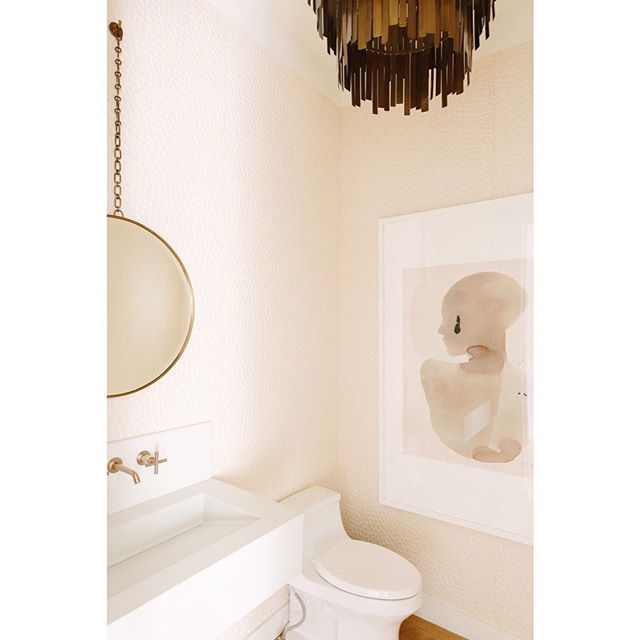 Does this powder room make anyone else blush?  Design: @mitzimaynard + @clarekennedyinteriors  Photo: @aimeemazzenga