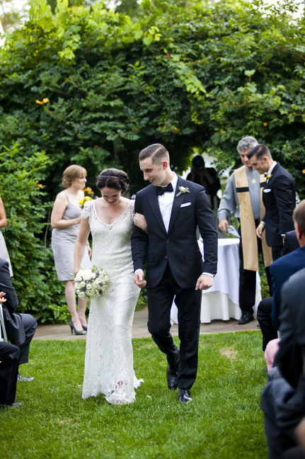 Dana-+-Mikes-retro-1940s-inspired-wedding.-Wedding-dress-Sarah-Janks-Bettina-Photo-Jac-Pfef-002-431x648.jpg