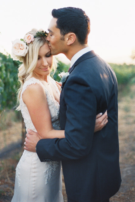 Winery-wedding-gown-Sarah-Janks-Briana-photo-Khanh-Hogland-008-434x648.jpg