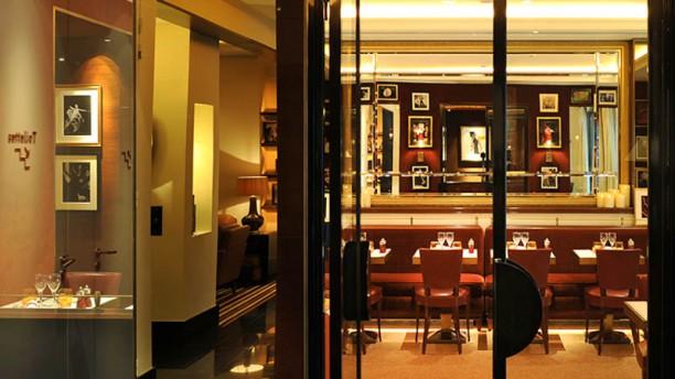 bar-de-l-entracte-hotel-montaigne-entree-db2ff.jpg