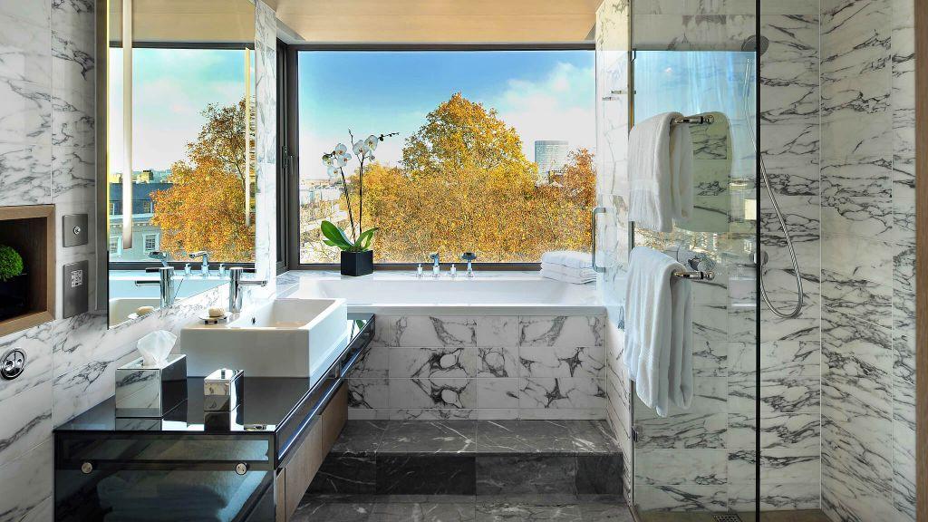 103099-16-Studio-Suite-Bathroom.jpg