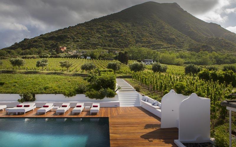 http://www.italytraveller.com/en/z/capofaro-malvasia-resort