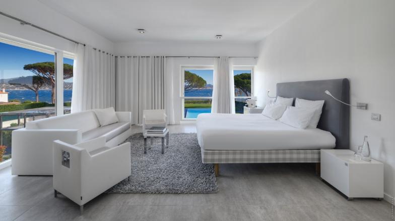https://www.seesainttropez.com/hotels/kube-hotel-saint-tropez-657440