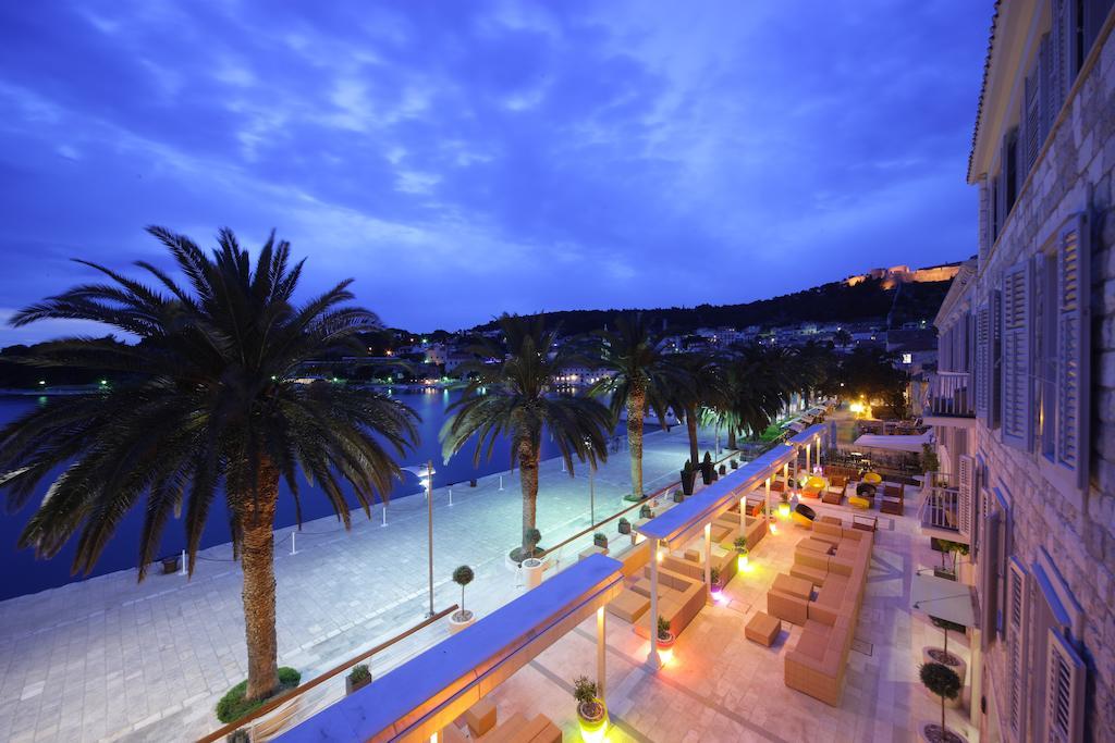 https://www.booking.com/hotel/hr/riva-suncani-hvar-hotels.en-gb.html