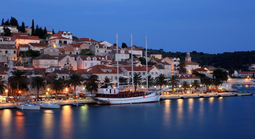 http://www.visitecroatia.com/en/tour/riva-suncani-hvar-hotels/